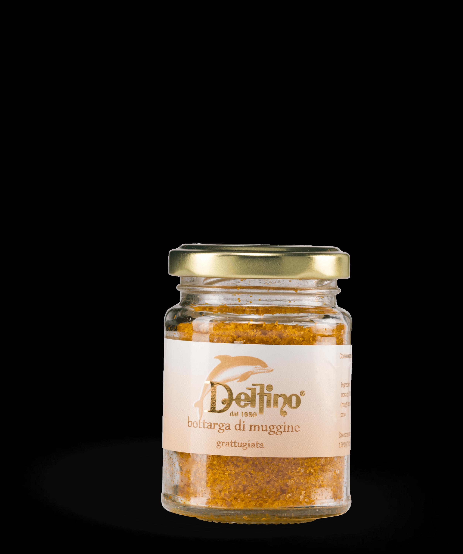 Bottarga di muggine grattugiata, un ingrediente speciale sempre pronto all'uso per condire primi piatti ed altre pietanze a base di pesce.